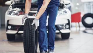 Сменим резину и сохраним в целости! Шиномонтаж и балансировка колес и хранение шин в сети центров «Экомойка»! Скидка 69%!