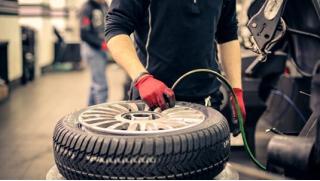 Купон шиномонтаж Москва! Шиномонтаж и балансировка четырех колес в сети шинных центров Hotwheels! Скидка 74%!