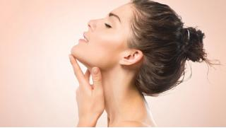 Любуйся своей красотой! УЗ или атравматическая чистка лица, пилинги на выбор, RF-лифтинг лица со скидкой до 80% в салоне Нарцисс!