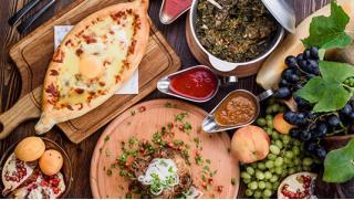 В этот сложный период мы работаем для Вас! Все меню кухни и напитки с доставкой или самовывозом в ресторане кухни «Лобиани»!