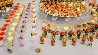 Кейтеринг по купонам! Фуршетные сеты, наборы канапе и мини-закусок от «Первой кейтеринговой компании Москвы»! Скидка 52%!