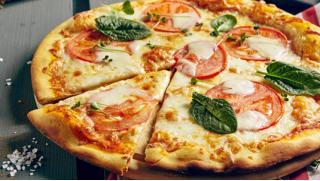 Порадуйте себя лакомствами! От 3 до 15 осетинских пирогов или пицц с доставкой от пекарни «Ласточка»! Скидка до 59%!