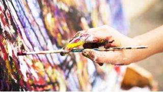 Давайте творить! Мастер-класс Fluid art со скидкой 57% для компании до 4-х человек от арт-студии Vailet!