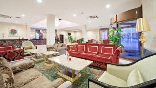 Романтический отдых с завтраками  или отдых по системе «всё включено» с 3-разовым питанием для двоих в отеле Гринвуд! Скидка 50%!